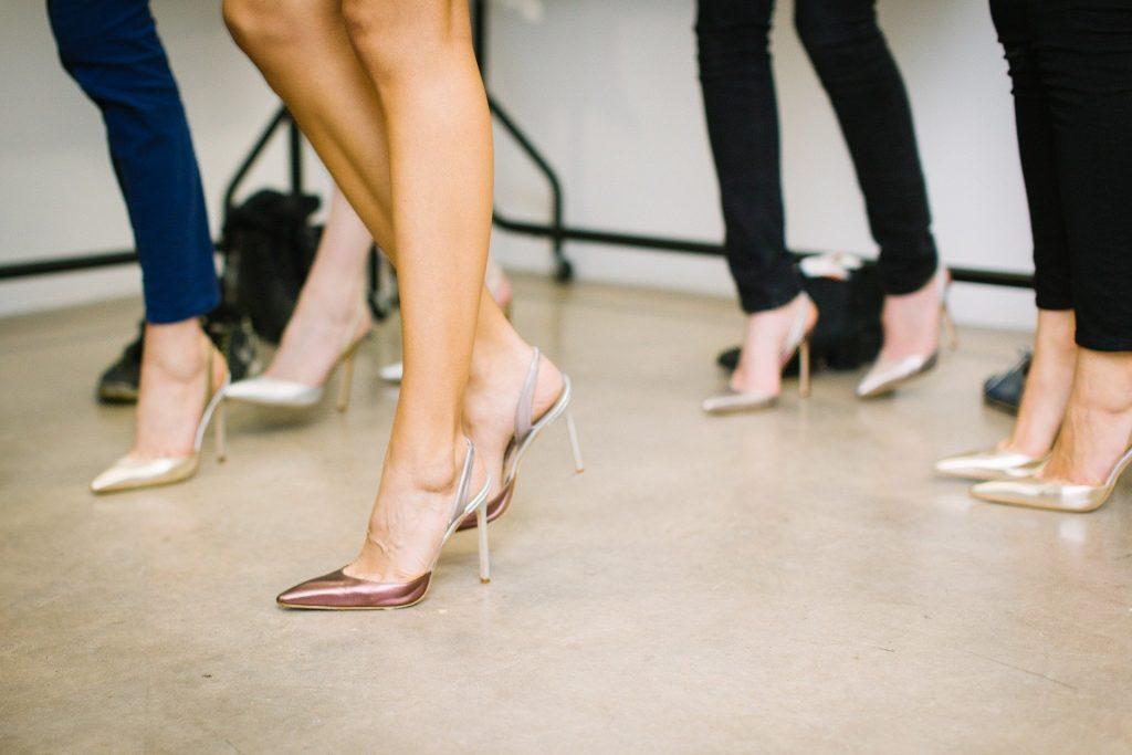 Tips Cara Berpakaian agar Terlihat Tinggi dan Langsing